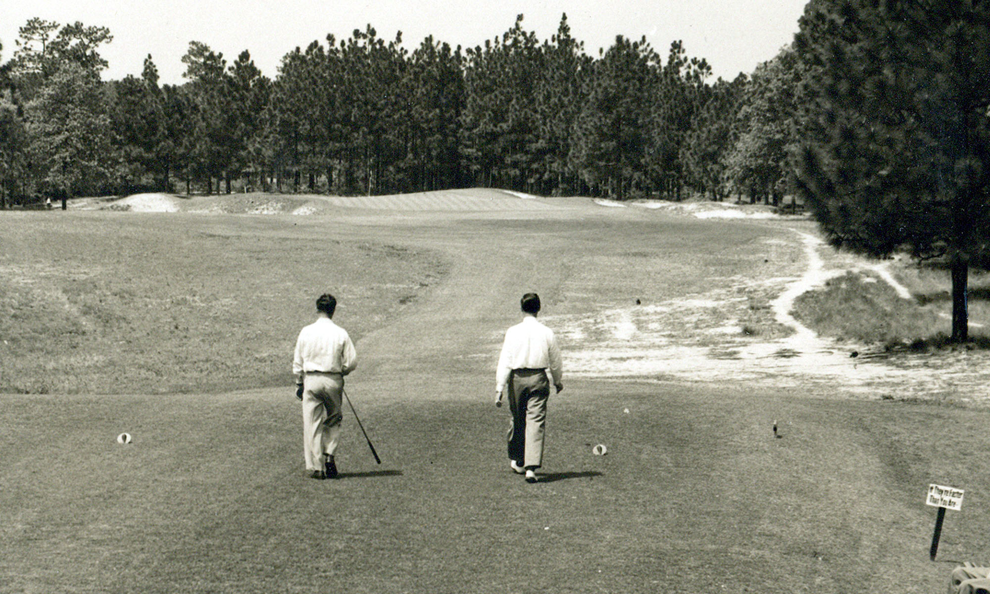 The 6th hole of Pinehurst No. 2.